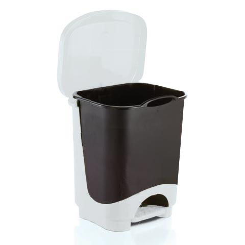 Lixeira plástica retangular com tampa e pedal em plástico com cesto removível.
