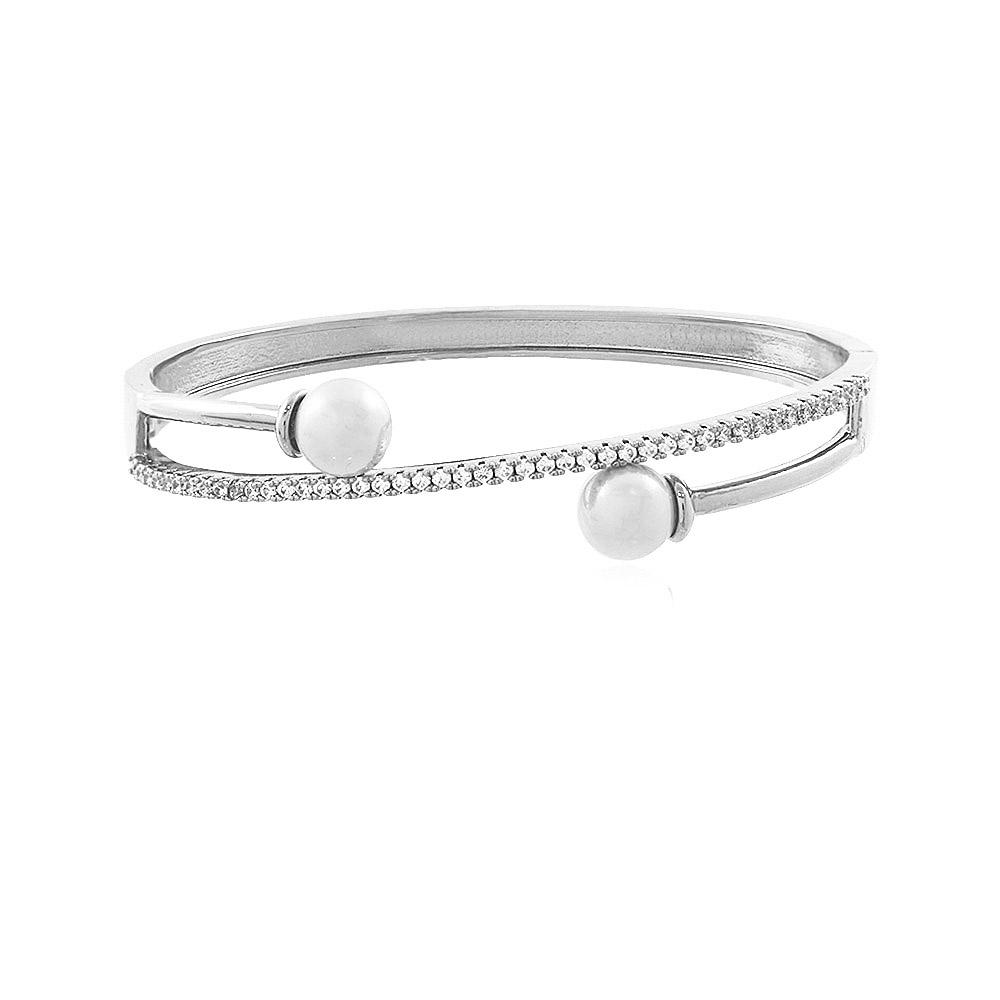 Bracelete folheado com pérolas e cravejação em zircônias cristais