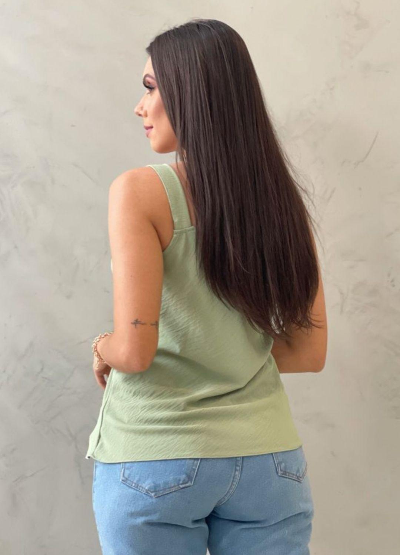 Blusa de crepe decote v verde abacate