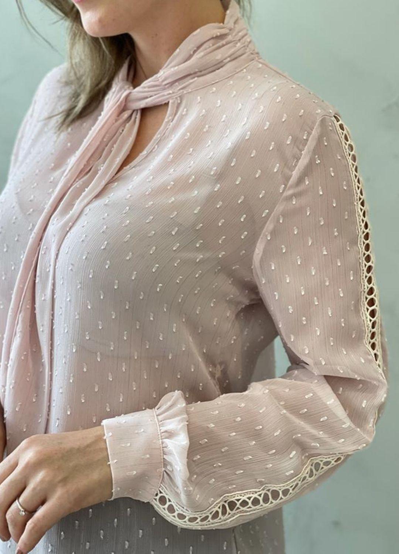 Blusa em Chiffon trabalhado rosa bebê