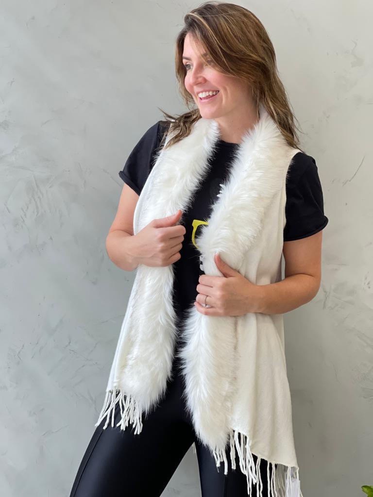 Colete branco em lã com pelagem