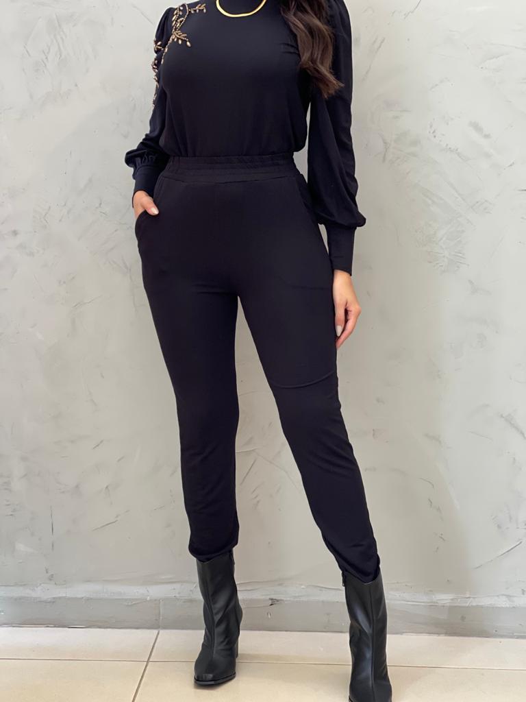 Conjunto de malha preto bordado