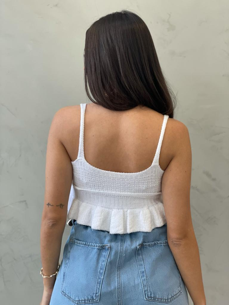 Cropped de tricot com babado branco