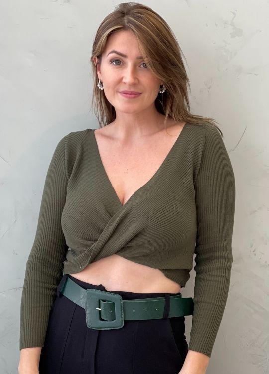 Cropped de tricot verde militar