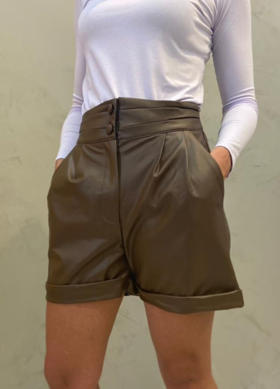 Short marrom couro Eco