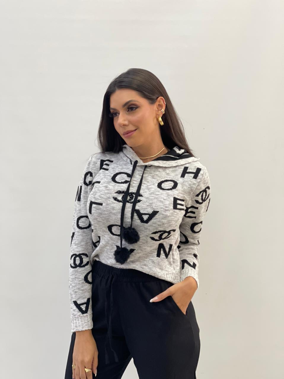 Tricot Cinza estampa Chanel com Capuz