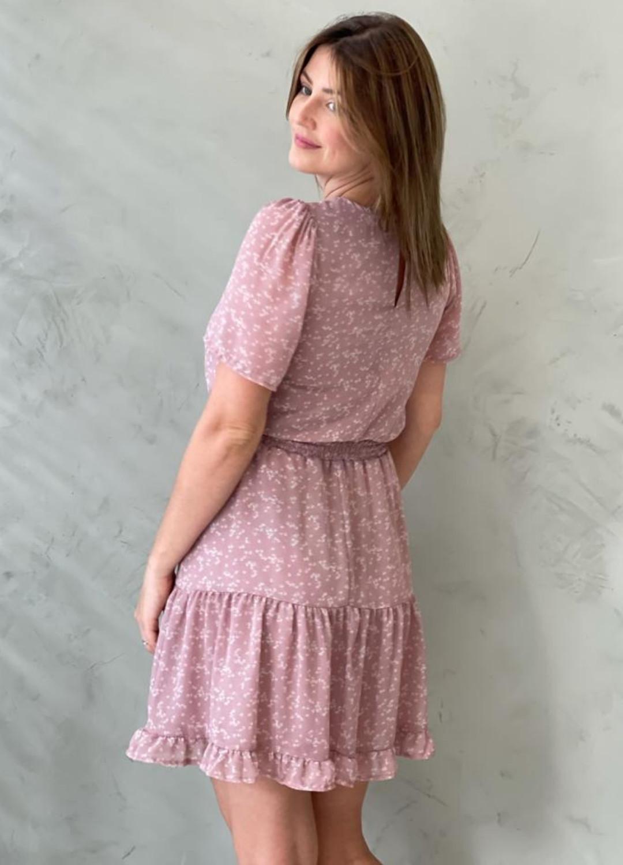 Vestido florido curto em chiffon