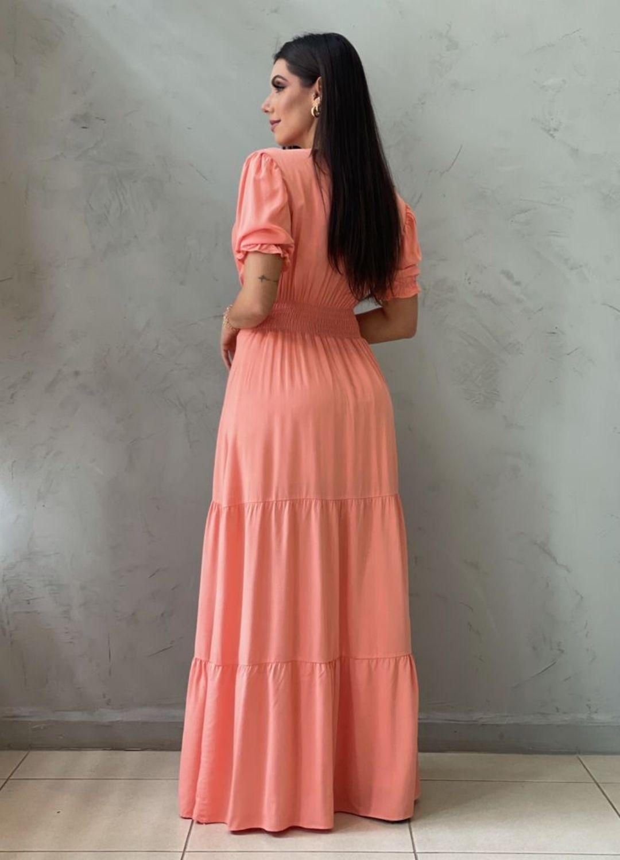 Vestido longo acinturado coral