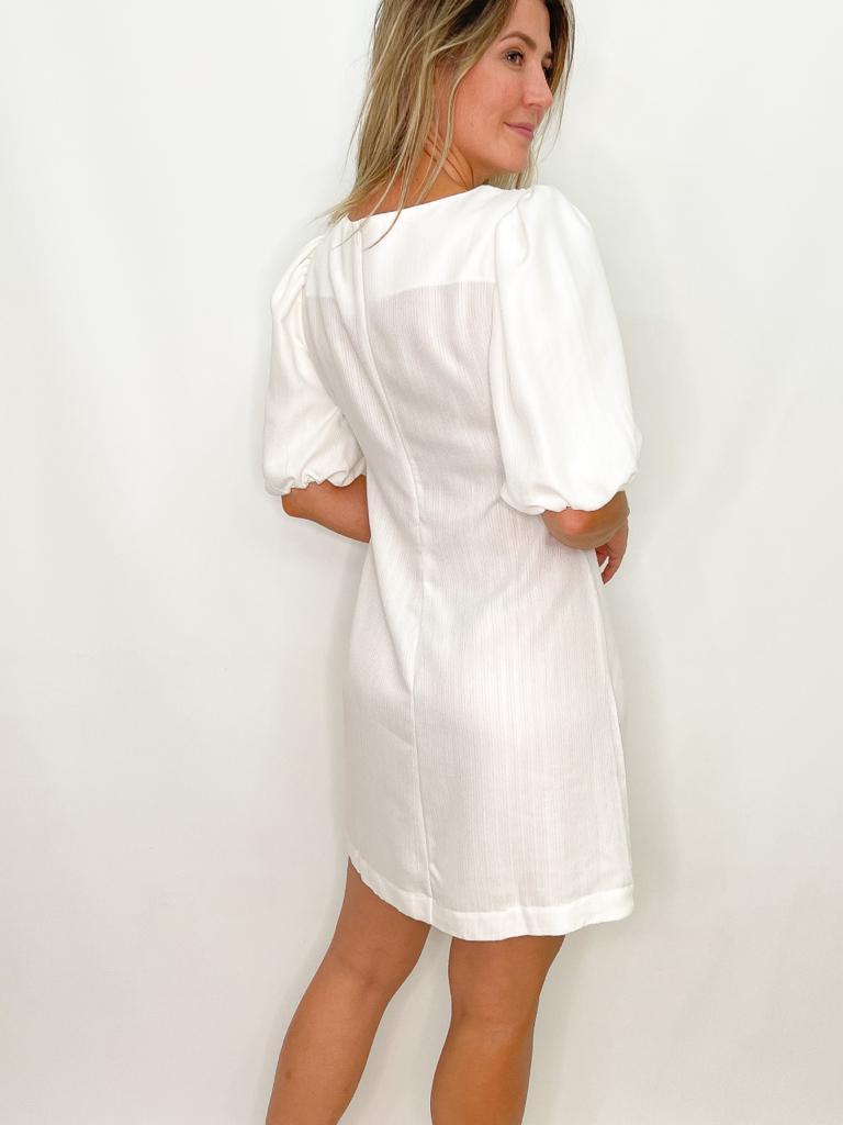Vestido Off White com Manga Bufante