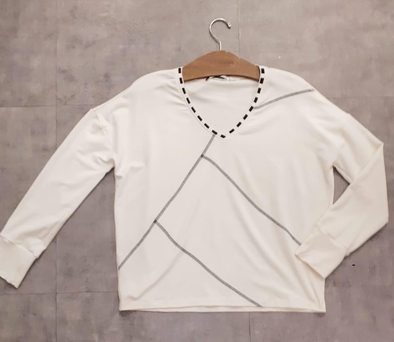Blusa moletinho manga longa costura desenhada