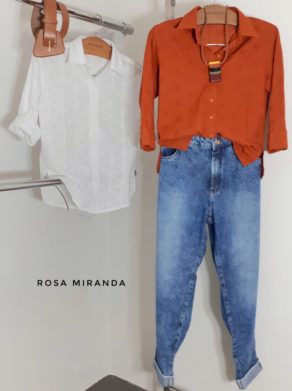 Calça jeans lavagem média estonada