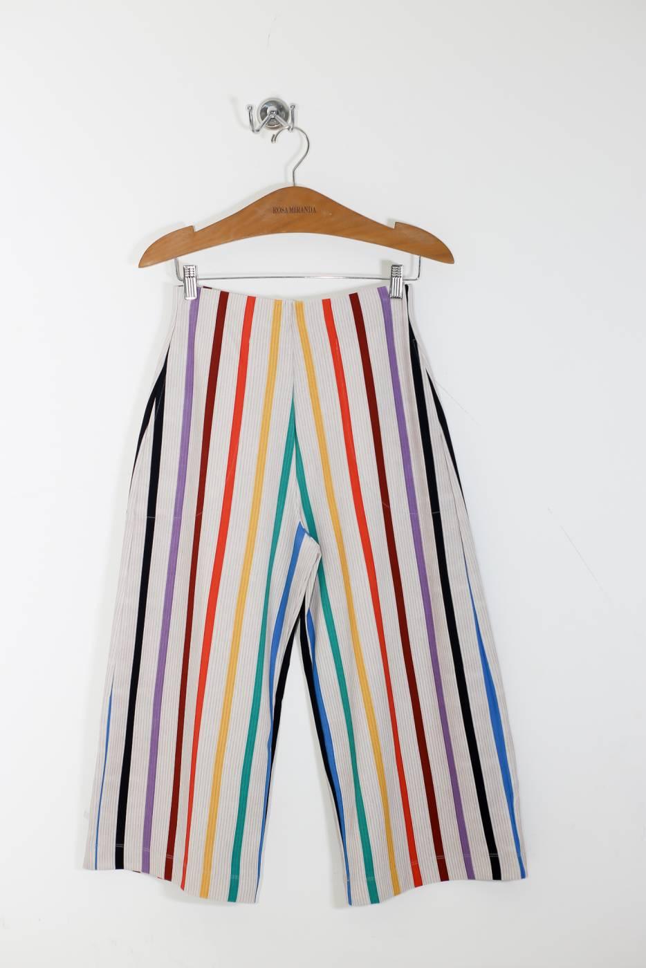 Calça pantacourt listras coloridas