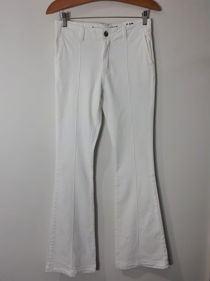 Calça sarja flare off white