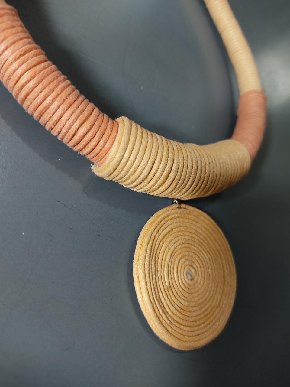Colar corda espiral
