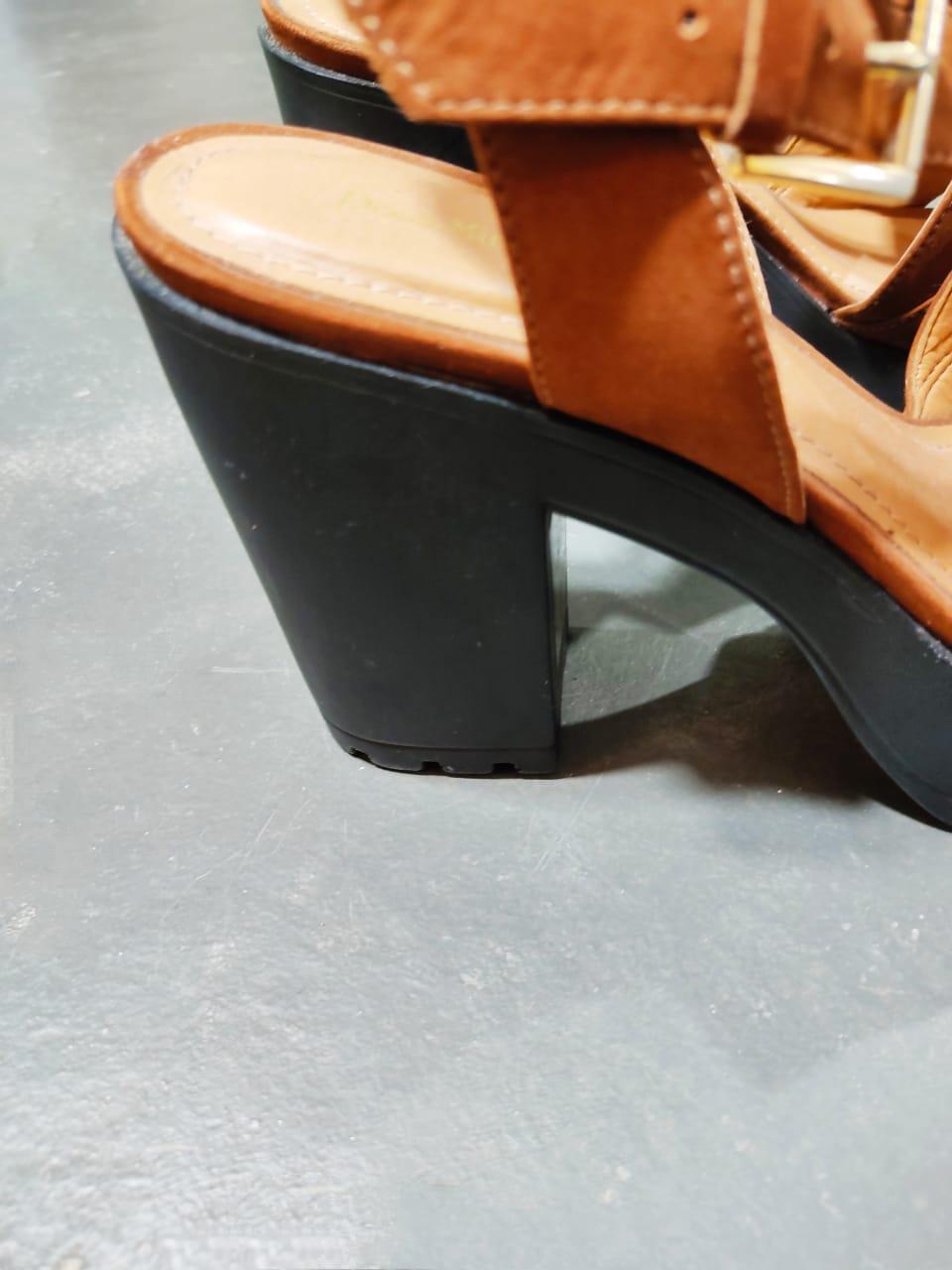 Sandália Plataforma couro