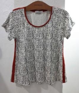 T-shirt moletinho estampa exclusiva carinhas vivo telha