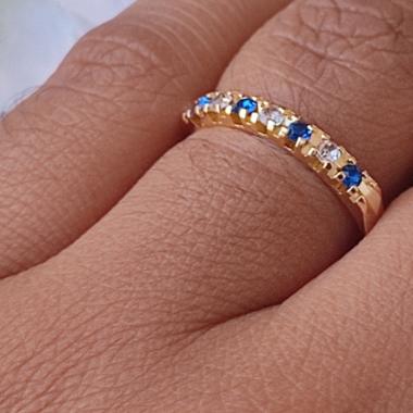 Anel Meia Aliança Azul com Zircônias Banhado a Ouro18k