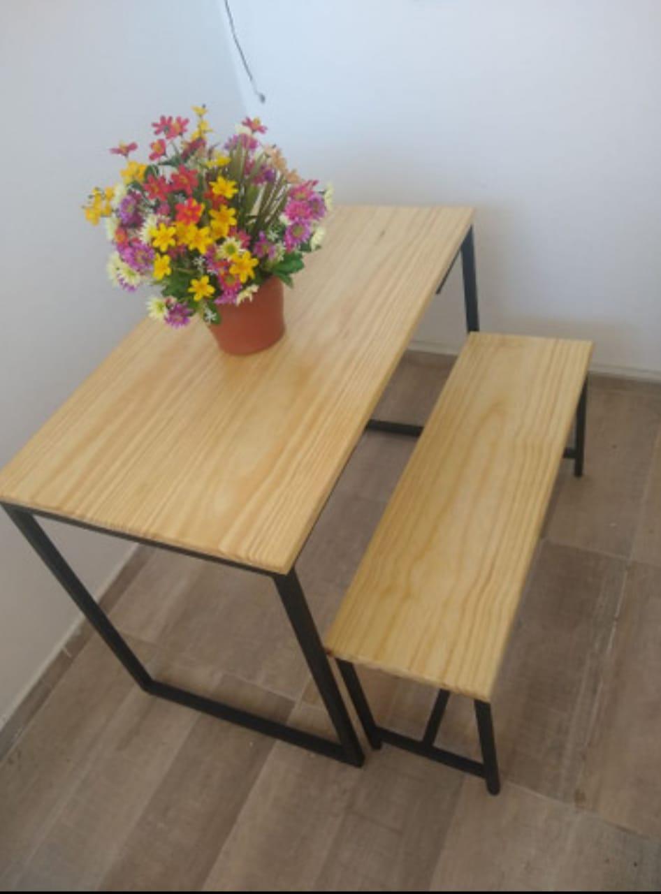 Mesa de jantar com 1 banco
