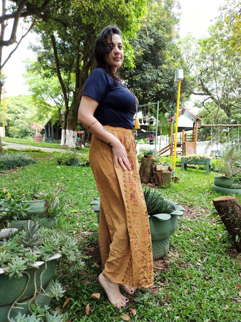 Calça Indiana Pantalona Stone Mostarda Fenda Boho Premium
