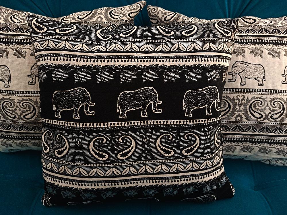 Capa Almofada Tema Indiano Preta