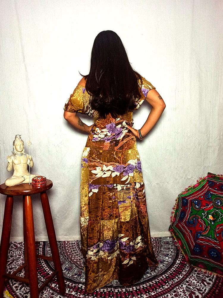 Vestido Indiano Longo Manga Ombro Seda Ocre