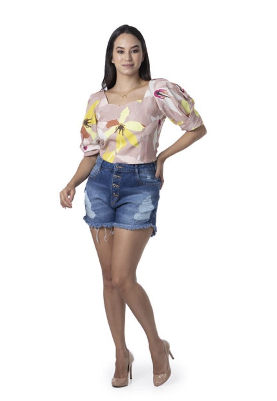 Short Feminino Curto Jeans Cintura Alta Botões e Puídos