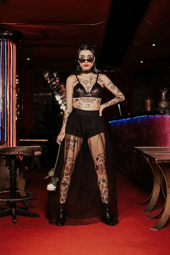 Saia Longa Tule e Hot Pants Celebrity Skin