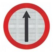 Placa Siga Em Frente C/ Adesivo Refletivo R-26 Grau Técnico I - 50x50cm