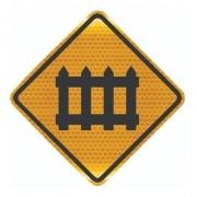 Placa Viária Passagem Com Barreira Refletivo A-40 Grau Técnico I - 50x50