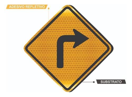Placa Curva Acentuada A Direita Refletiva A-1b Grau Técnico Comercial - 50x50cm