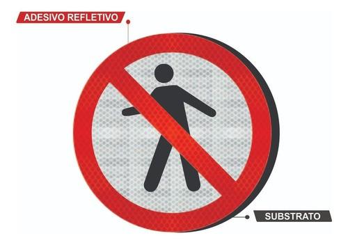 Placa Proibido Trânsito De Pedestre R-29 Grau Técnico I - 50x50cm