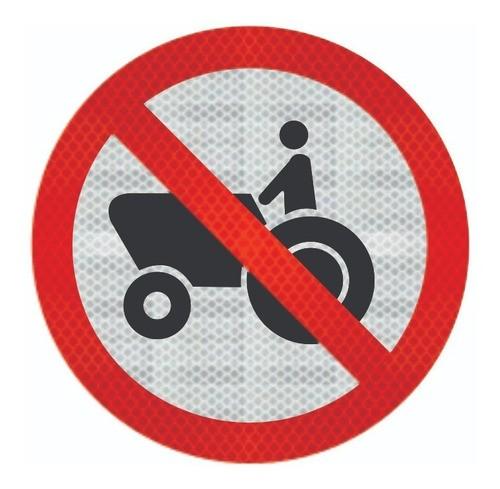 Placa Proibido Trânsito De Tratores R-13 Grau Técnico I - 50x50cm