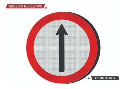 Placa Siga Em Frente C/ Adesivo Refletivo R-26 Grau Técnico Comercial - 50x50cm