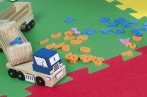 Caminhão alfanumérico em madeira + letras e números