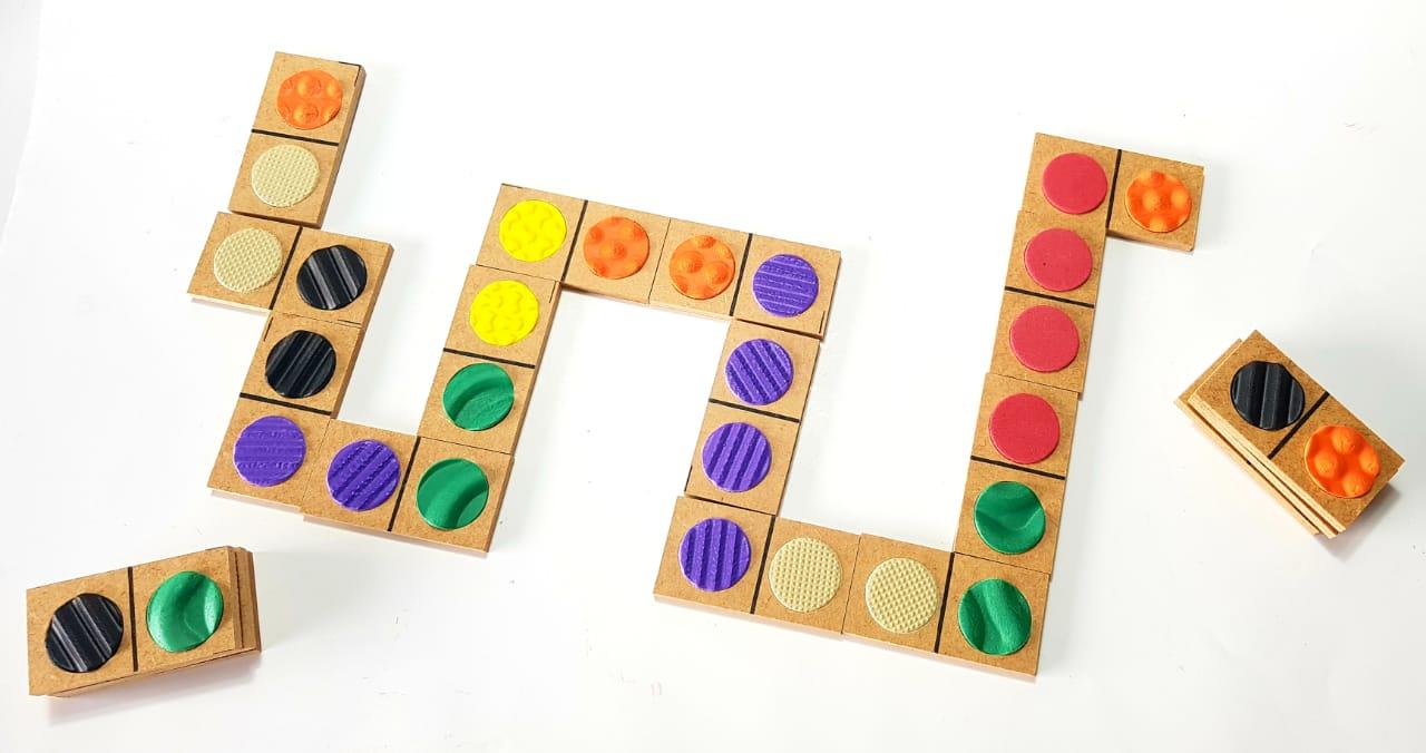 Dominó de Texturas Braille/ 28 peças/ Educação inclusiva