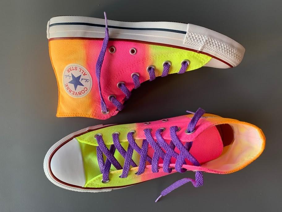 Tênis All Star cano alto Neon Amarelo+Rosa+Laranja com cadarço Roxo