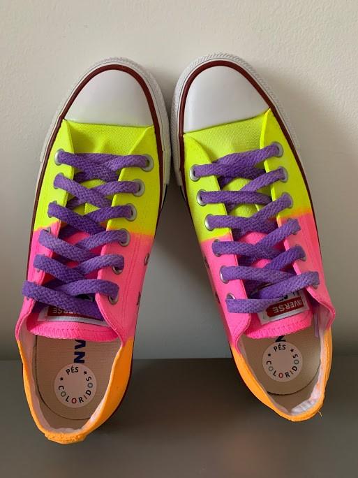Tênis All Star Cano Baixo Neon Amarelo+Rosa+Laranja com cadarço roxo
