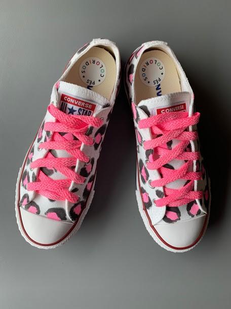 Tênis All Star Cano Baixo Oncinha Rosa com cadarço colorido