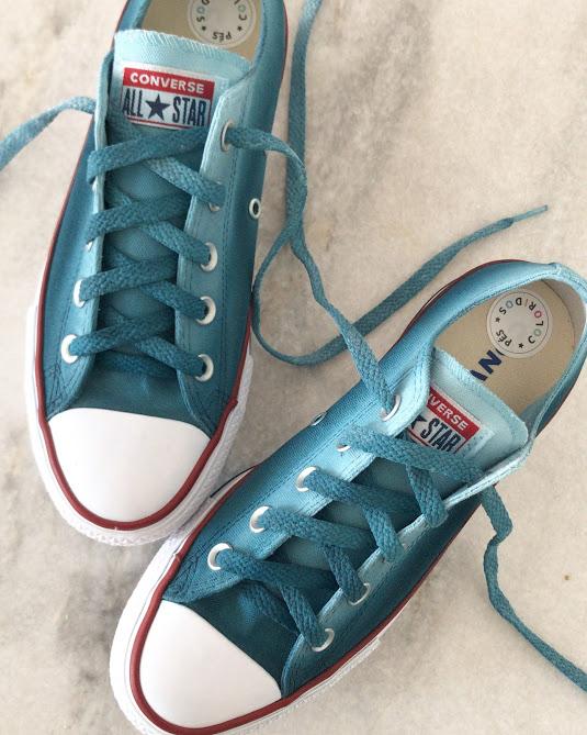 Tênis All Star Cano Baixo Plataforma Azul Petróleo com cadarço colorido