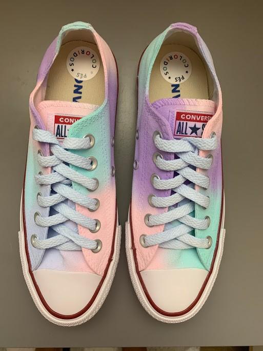 Tênis All Star Cano Baixo Tie Dye Candy Colors com cadarço colorido