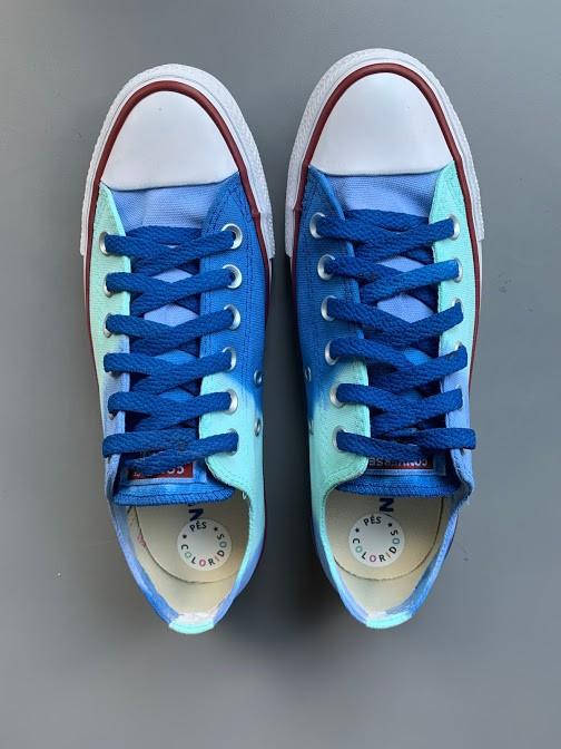 Tênis All Star cano baixo Tons de Azul com cadarço azul