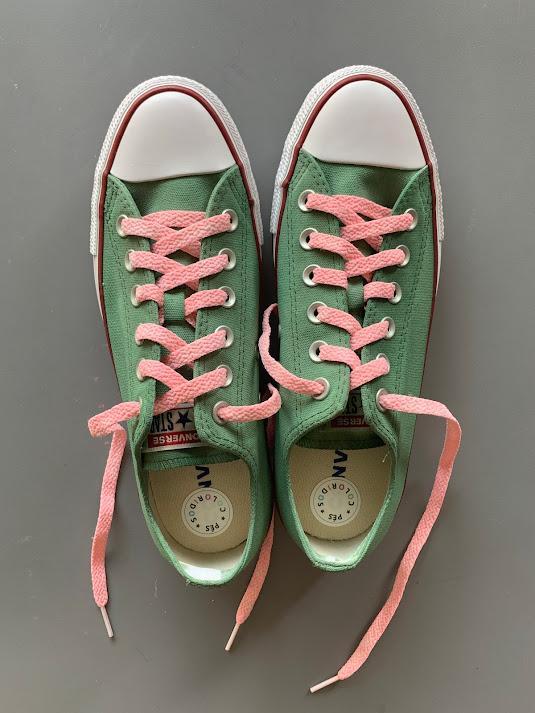 Tênis All Star Cano Baixo Verde Militar com cadarço rosa bebê