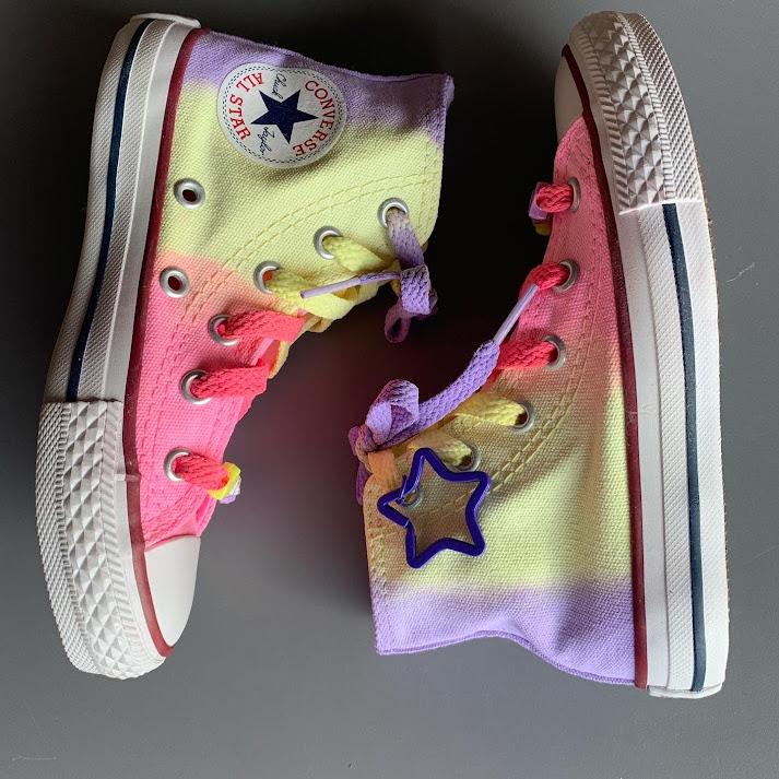 Tênis All Star Infantil Cano Alto Degradê com cadarço colorido COM CHAVEIRO DE ESTRELA ROXA
