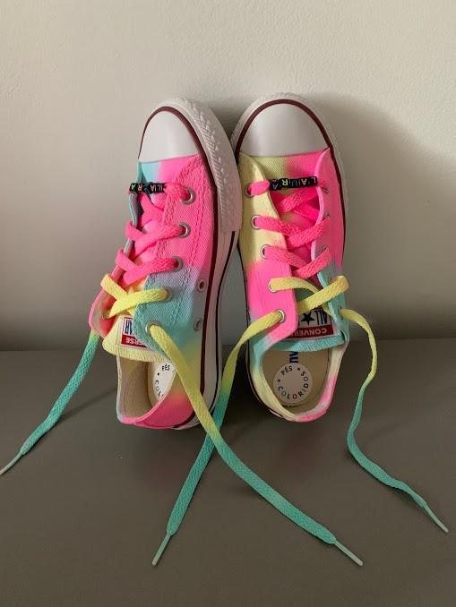Tênis All Star Infantil Cano Baixo Neon Tie Dye com cadarço colorido