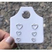 Cartelinha com 3 brincos coração liso