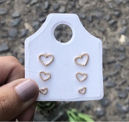 Cartelinha com 3 brincos coração