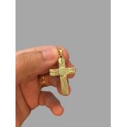 Pingente cruz - Detalhes diamantados banhado a ouro 18k