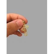 Pingente cruz sombra 3D banhado a ouro 18k