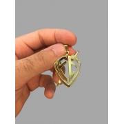 Pingente escudo da fé vazado banhado a ouro 18k