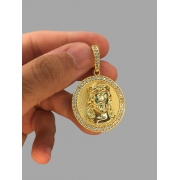 Pingente Jesus Cristo - Borda cravejada de zircônia - banhado a ouro 18k